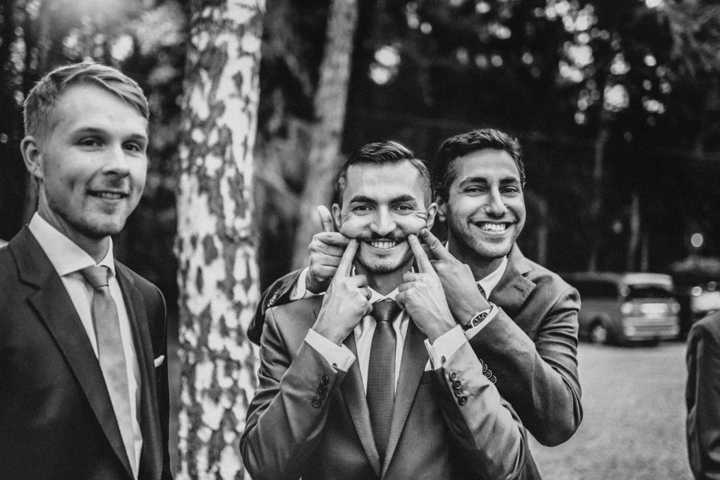 Goście weselni, ślub w namiocie