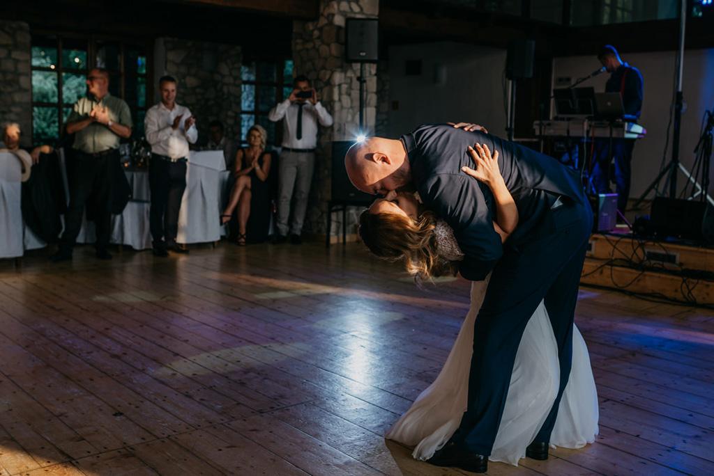 dwór w tomaszowicach, fotograf ślubny, pierwszy taniec